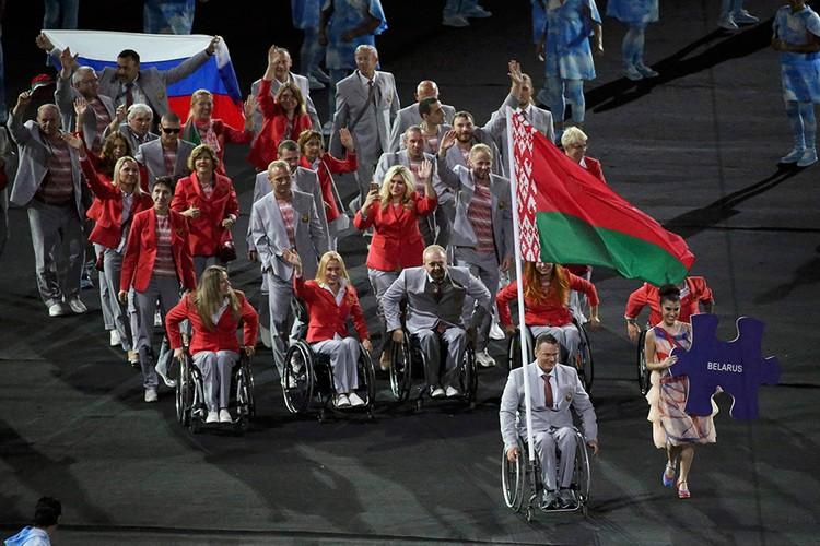 Белорусская сборная пронесла российский флаг вместе со своим