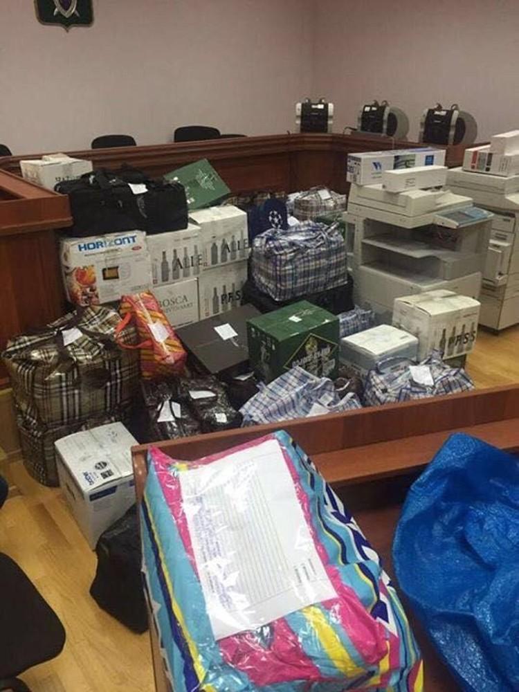 Дмитрий Захарченко был задержан в конце минувшей недели при получении взятки в размере 7 миллионов рублей. В его квартире обнаружено наличных средств на 8 миллиардов. ФОТО: Оперативная съемка, предоставлено kommersant.ru