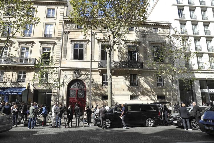"""В Париже Ким остановилась в элитной резиденции """"Отель де Пурталес""""."""