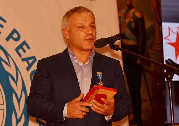 Тельман Раджабов прочитал поэму, посвященную присоединению Крыма к России.