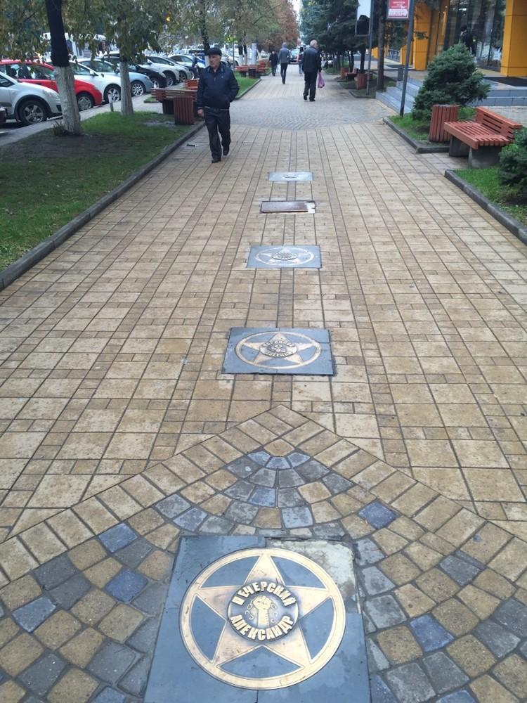 """Так выглядит """"Аллея звезд"""" в центре Ростова."""