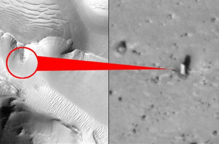 Монолит на Марсе.