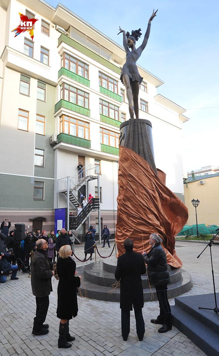 Открытие памятника прославленной балерине.