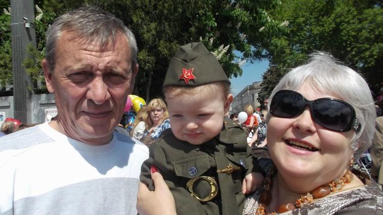 Если на парад, то все вместе. Фото: личный архив Татьяны Федоровой.