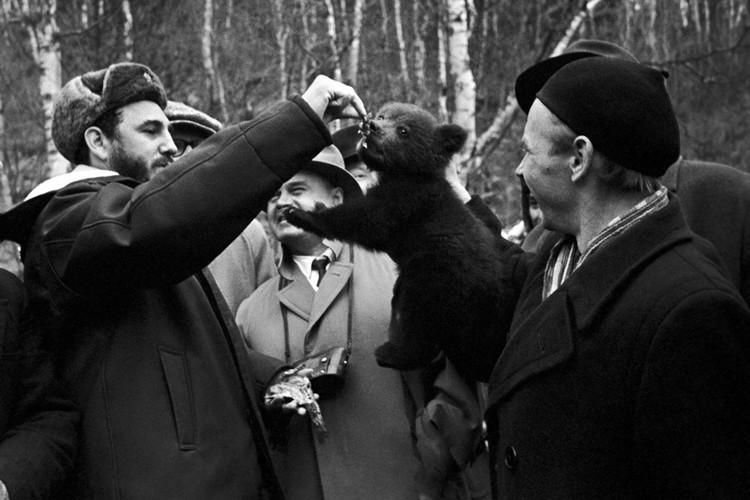По совету Евгения Евтушенко Кастро посетил Сибирь