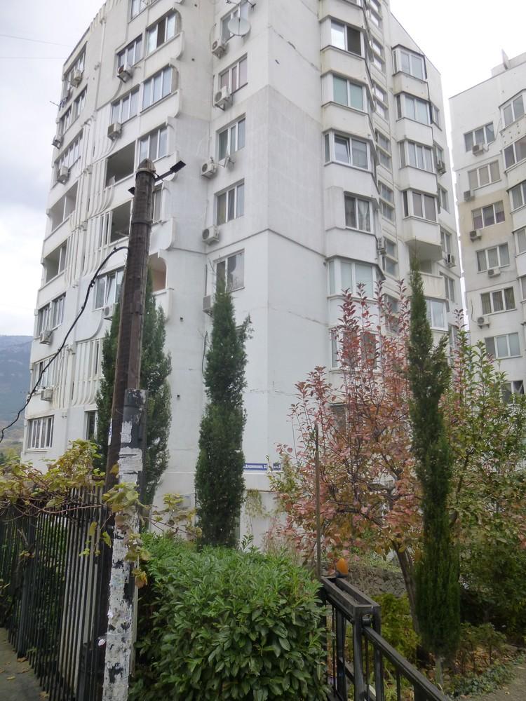 Дом №33 на улице Дзержинского .