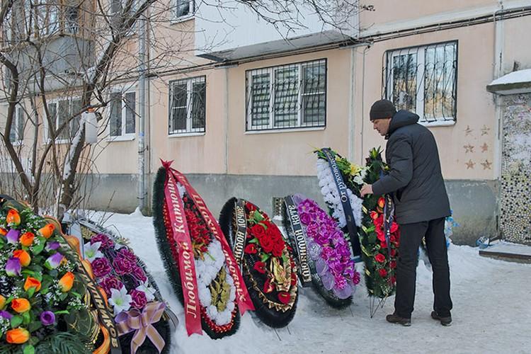 Церемония прощания проходила в доме родителей Екатерины Вашуркиной, на ул. Мориса Тореза.