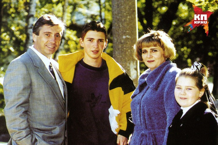 Иван Карнилин с женой Аллой, сыном Николаем и дочерью Ириной.