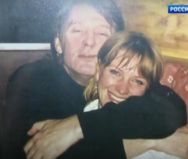 С Александром Абдуловым Елену свела молва. На самом деле между ними ничего не было. Фото: кадр видео.