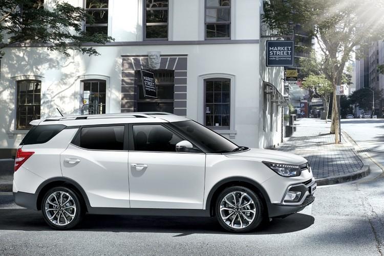 Кроссовер ждет ожесточенная борьба за покупателя: за аналогичную цену можно рассматривать и VW Tiguan, и Mitsubishi Outlander, и Toyota RAV4