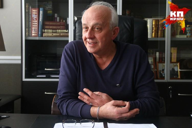 Директор школы №186 Михаил Буров.