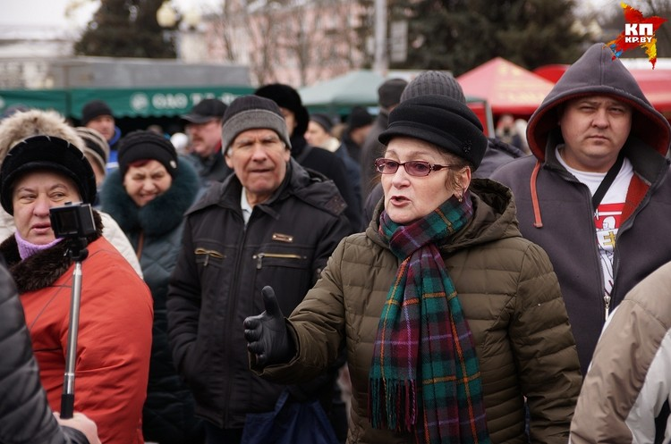 К активистам присоединились многие покупатели на ярмарке