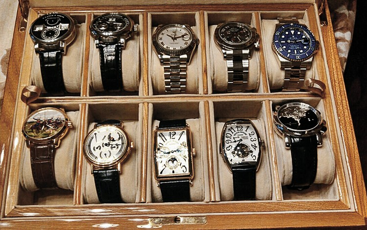 Коллекцию часов экс-губернатора Хорошавина оценили в 10 миллионов долларов. Фото: СК РФ