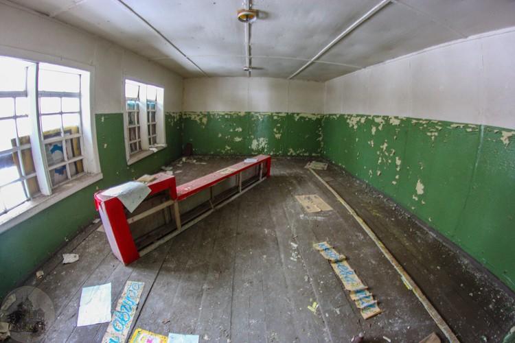 Внутренние помещения корпуса лагеря. Фото: Дмитрий Солодянкин