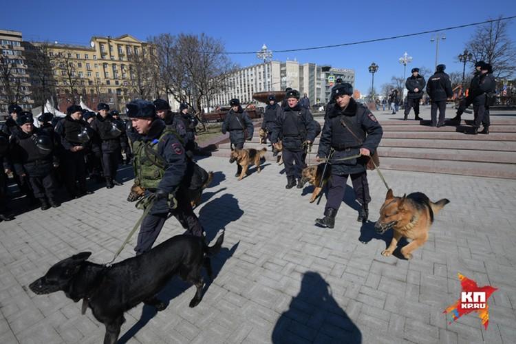 Чтобы не допустить беспорядков, в центр города были стянуты бойцы полиции и Росгвардии