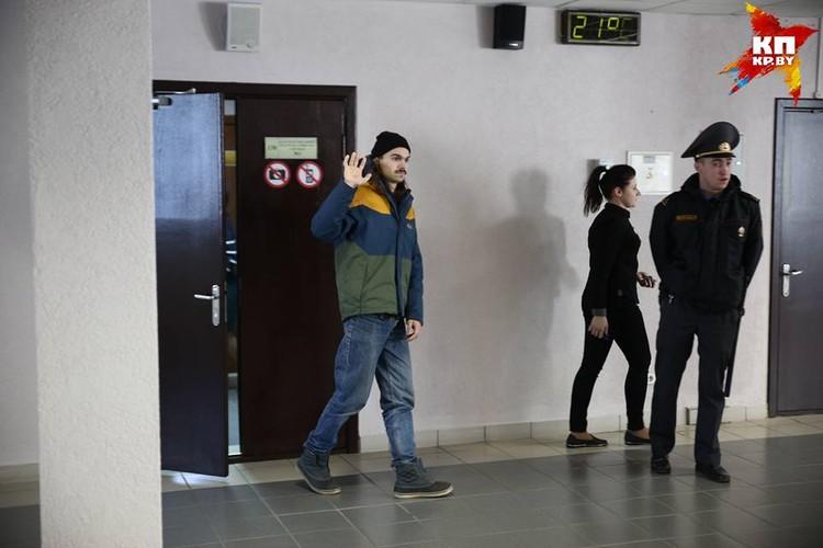 Задержанных судят по статьям Административного кодекса - мелкое хулиганство, нарушение порядка проведения массовых мероприятий и неповиновение требованию милиционера.
