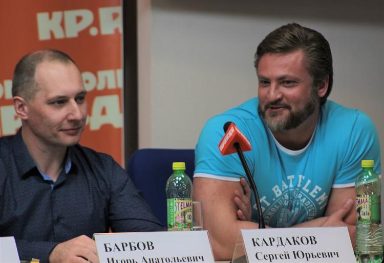 Художники - Сергей Кардаков (справа) и Игорь Барбов. Фото: Варвара ПЛЫНОВА