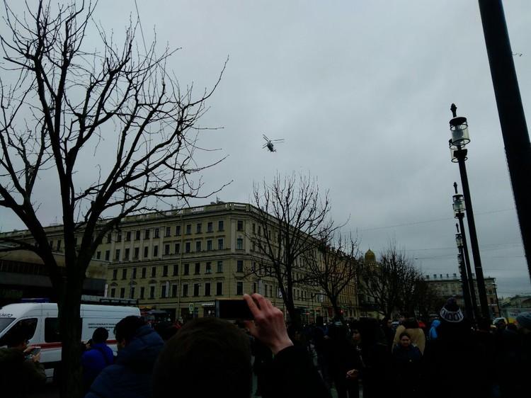На Сенную площадь садится вертолет МЧС