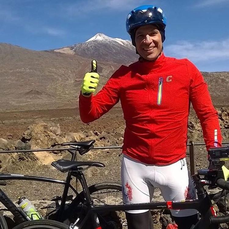 Отпуск - это когда 500 км на велосипеде, 80 км бегом, 14 км вплавь. Тенерифе запомнится в первую очередь заездом на вулкан El Teide. Фото: instagram.com/brechalov