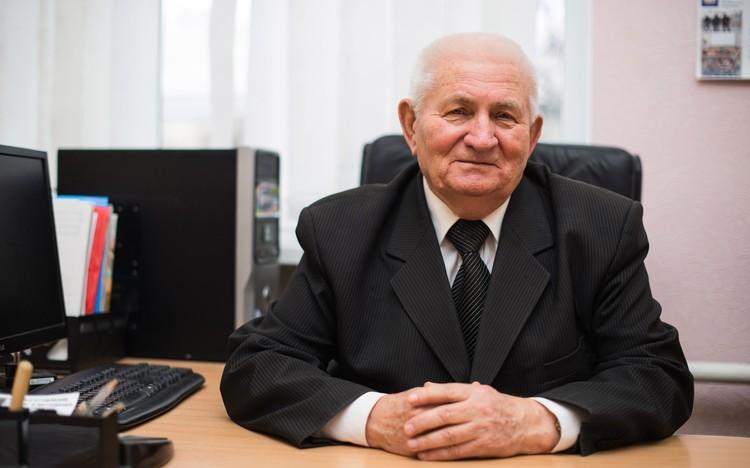Недавно Иван Иванович стал членом Союза писателей России. Фото: Ирина НОВИКОВА