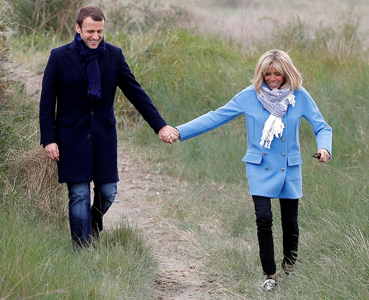 Макрону в ходе кампании активно создавали имидж примерного семьянина.