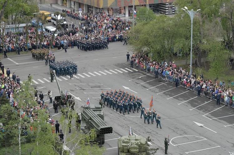 В Абакане «Бессмертный полк» собрал в своих рядах более 11 тысяч человек. Фото пресс-службы правительства Республики Хакасии
