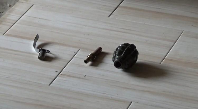 Вот такая граната без чеки лежала в шкафу. Рвануть могла запросто. фото: Росгвардия