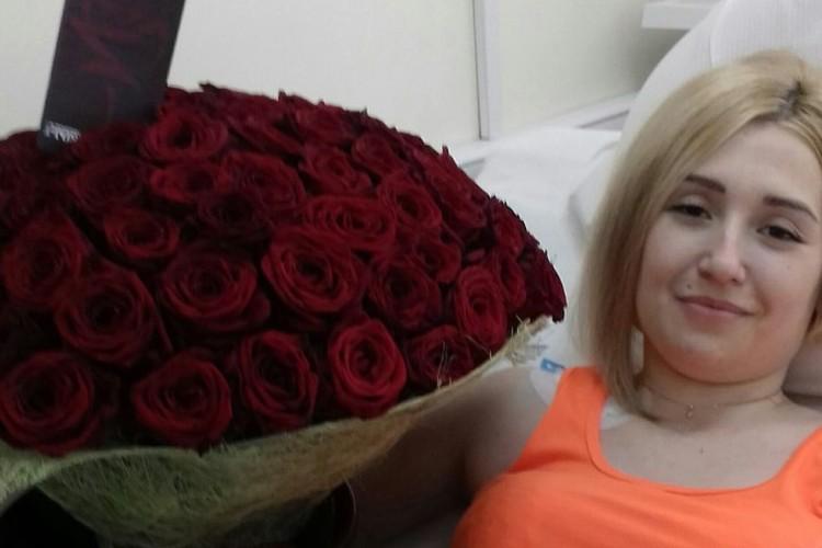 Владимира Ханаева и Юлию Шмуль разделяют тысячи километров, но он нашел способ дарить ей цветы