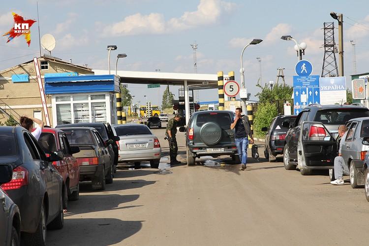 Однако введение ответного визового режима ударит и по жителям Донецкой и Луганской народных республик, большинство из которых на руках имеет только украинские паспорта