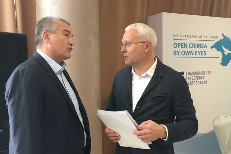 Глава Крыма Сергей Аксенов и организатор форума, бизнесмен Александр Лебедев
