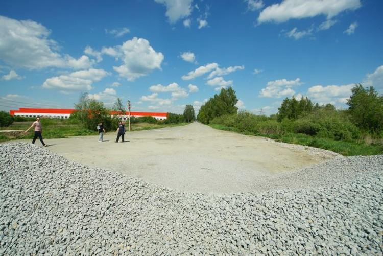 Сейчас попасть на Фиделевскую дорогу со стороны аэропорта не получится - помешает гора щебня.