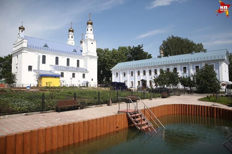 Отреставрирован не только храм и монашеский корпус, но и построено еще несколько зданий.