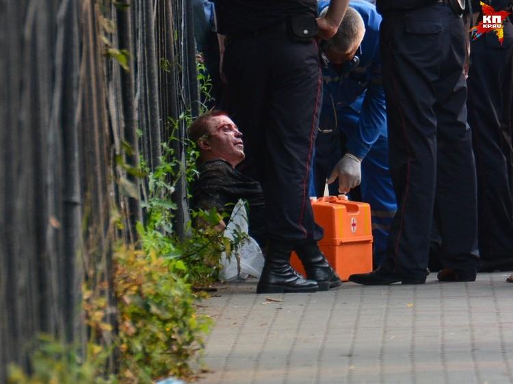 К счастью, нездоровый мужчина не причинил вреда горожанам. Пострадали только правоохранители.