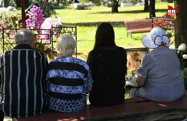 Похороны прошли на Троекуровском кладбище.