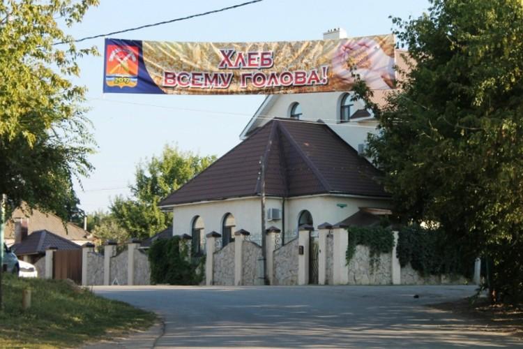 В городе активно готовятся к празднику. Фото: администрация Марксовского района