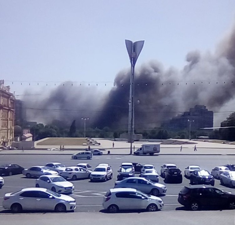 Пожар произошел в районе, который расположен южнее Театральной площади.