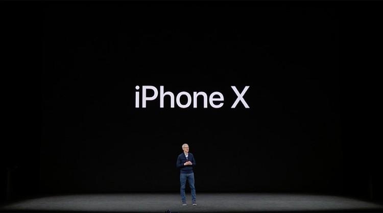 Индекс «X» получен потому, что десять лет назад Стив Джобс презентовал первый яблочный смартфон