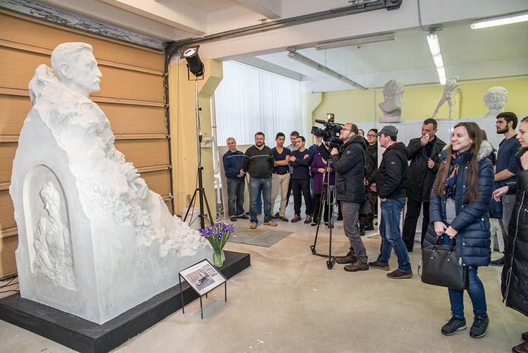 Презентация памятника проходила в академии Штиглица (фото: planeta.ru)