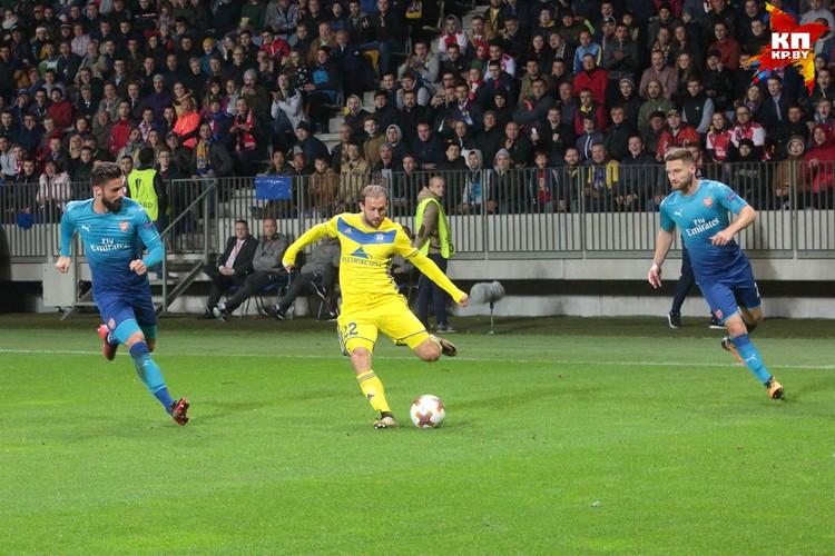 Игорь Стасевич не раз обыгрывал соперников из именитого клуба. В том числе пробрасывал мяч между ног.