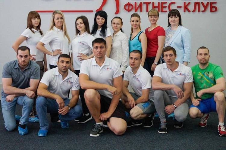 Владелицы фитнес-клуба в Кущевской - мать и дочь Вячеслава Цеповяза. На фото они крайние справа в верхнем ряду. Фото: страница фитнес-клуба во Вконтакте