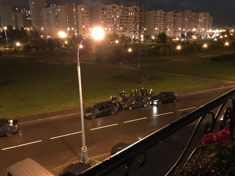 Антифанаты караулили Шурыгину около ресторана. Фото Игорь Поляков