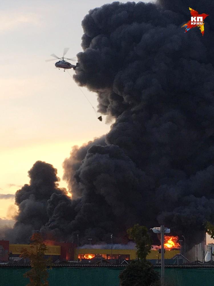 При тушении пожара используют вертолеты
