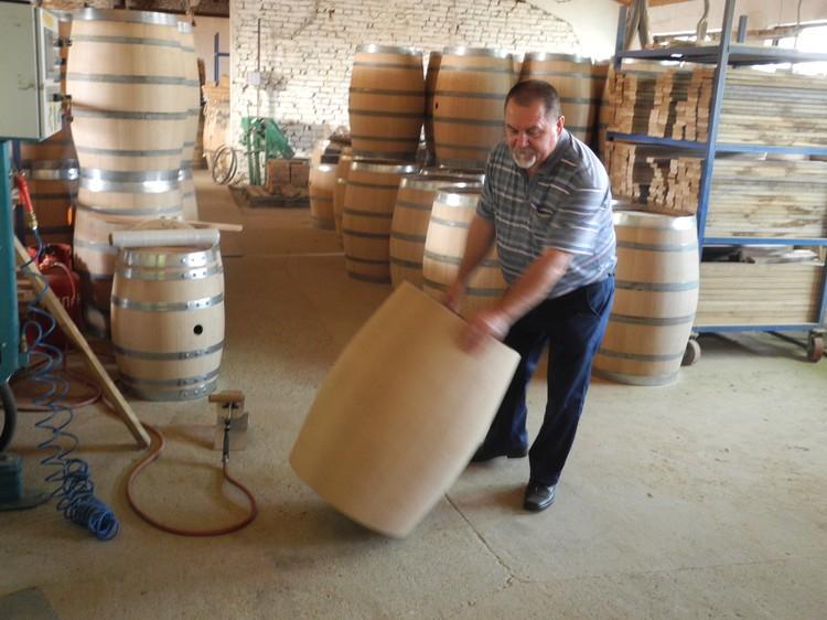 Высший шик винодела - бочки из собственной бондарной мастерской — может себе позволить на Кубани только «Фанагория». Фото: Алексей БОЯРСКИЙ