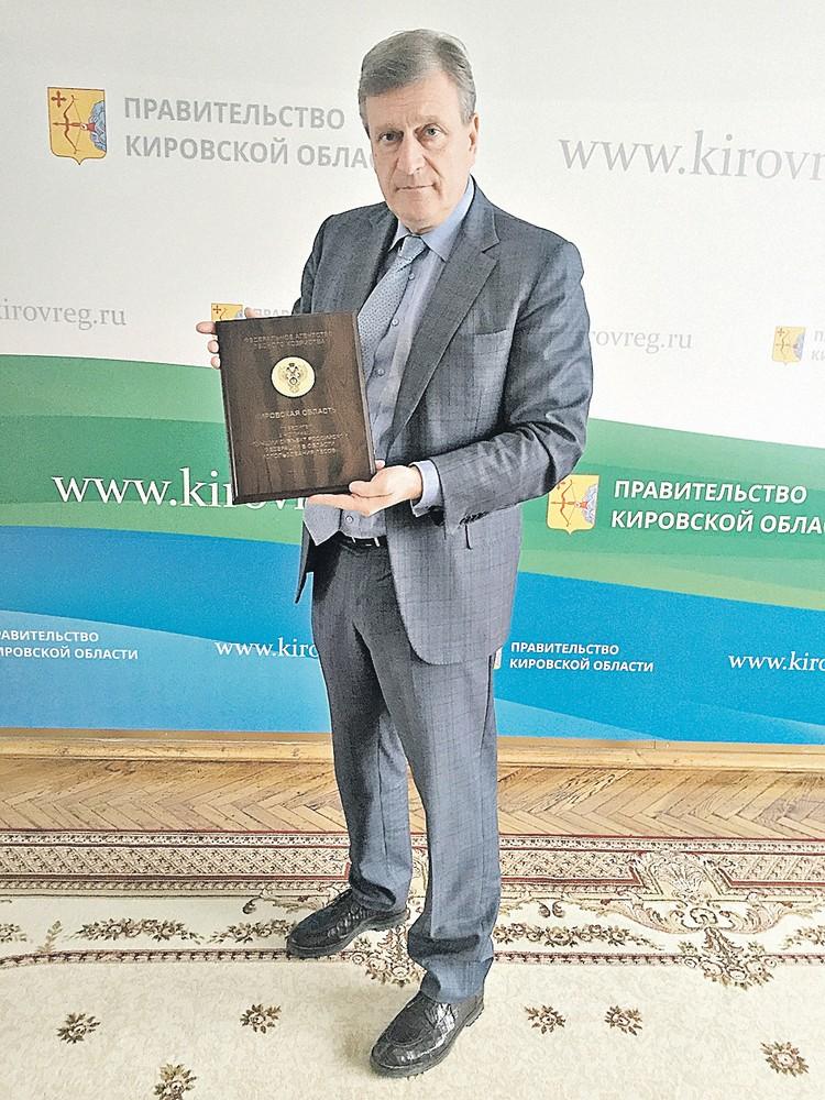 Новый и. о. губернатора Кировской области Игорь Васильев радуется первым достижениям - диплому за открытость в лесной отрасли. Но не всему вятскому бизнесу эта открытость пошла впрок...