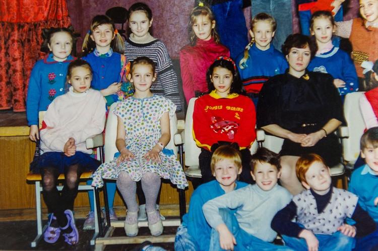 Оля в 3 классе. Сейчас образ целомудренной прилежной школьницы остался в прошлом. Пересъемка фото: Олег ЗОЛОТО