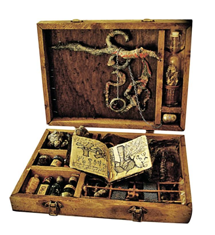 Особым спросом такие наборы пользовались у священников. Фото: из книги