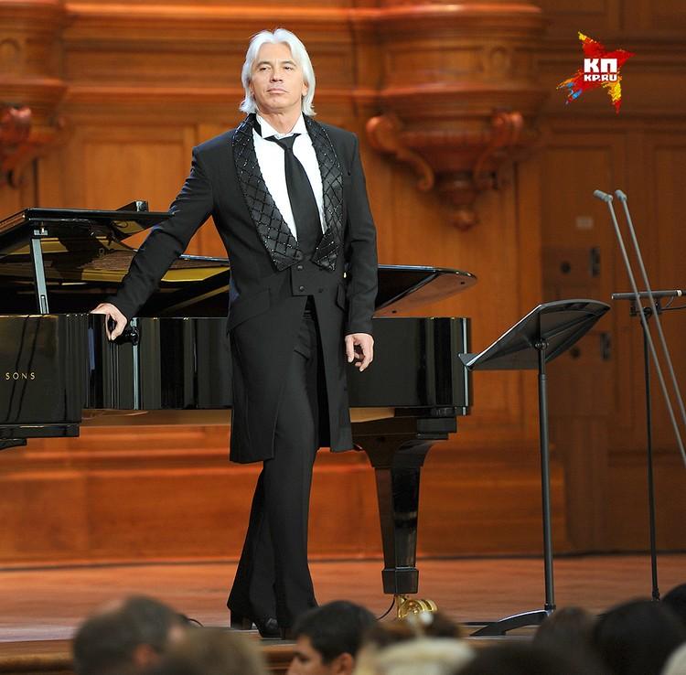 Дмитрий Хворостовский на сцене, 2012 год.
