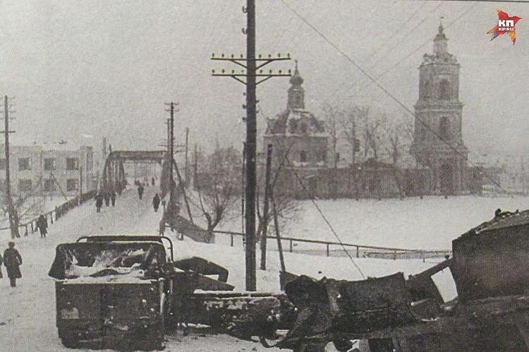 Михайлов. Декабрь 41-го. Брошенная немецкая техника у моста через Проню.