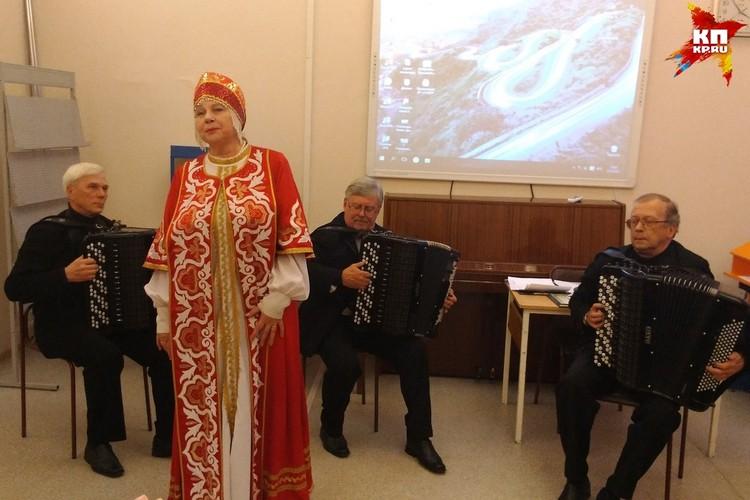 Авторов поздравили артисты Липецкой филармонии