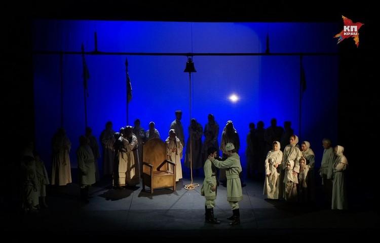 В спектакле речь идет о тяжелом для рязанской земли периоде - нападении хана Батыя